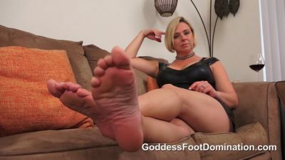 Goddess Foot Domination – Goddess Brianna – Worthless Fat Slob