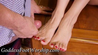 Goddess Foot Worship – Victoria Vargaz – Double Christmas Bonus