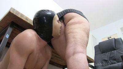 Clubstiletto – Princess Skylar – Desperate Office Foot And Ass Sniffer