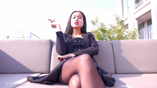 Ball Busting Chicks: All I want is your money – FD and Smoking