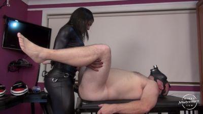 Kinky Mistresses – Mistress Kiana`s black cock