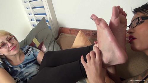 Feet Slave – Mistress Blonde