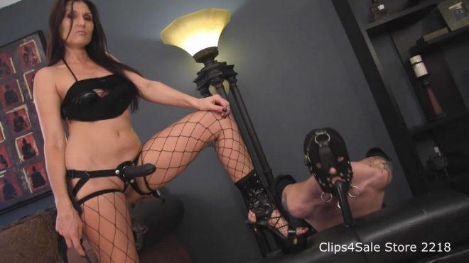 Obey Melanie: Who's dick do you worship