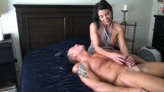 Goddess Zephy in video 'sex slave for MY pleasure!'